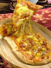 料理メニュー写真特製ナンピザ