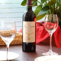 お料理にぴったり合うワインを取り揃えています。