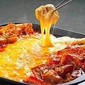 料理メニュー写真2色の濃厚チーズタッカルビ