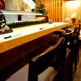 お寿司屋さんのカウンター席♪仕事帰りにこだわりの料理を御堪能下さい☆