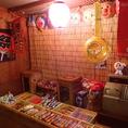 【ハイカラ横丁雰囲気2】店内入口右手にはお子様に嬉しいお菓子が盛り沢山。お子様にはお一つお菓子をプレゼント♪大人も子供の頃を思い出す瞬間・・・