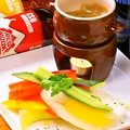 料理メニュー写真バーニャカウダ 季節の新鮮野菜とともに