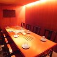 8名様で利用できるテーブル席!美味しい料理が会話に華を添えます♪
