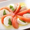 料理メニュー写真フレッシュモッツァレラとトマトのカプレーゼ