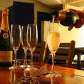 ウェルカムドリンクとしてスパークリングワインがサービス。 ※17時~21時までの来店に限り。 ソムリエオーナーが厳選したワインをセレクト致します。青と白テーマの地中海のリゾートダイニング。京成八幡駅徒歩1分。大人の隠れ家としてお使いください。 【飲み放題 個室 デート 誕生日 女子会 忘新年会 歓送迎会】