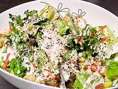 料理メニュー写真ミニシーザー、シーザーサラダ/温泉玉子乗せシーザーサラダ