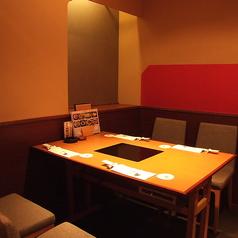 お一人様からご利用可能のテーブル席もございます。お仕事帰りや日常使いでのご利用もおすすめです。