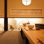 接待や顔合わせにも重宝される個室席。完全個室なので、周りを気にせず自分たちだけの空間でお食事やお話をお楽しみ頂けます。宮崎郷土料理や地酒を囲んで、ゆったりとお寛ぎいただけます。人数やシーンに合わせたお部屋をご案内致します。
