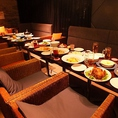 大人数での宴会でも一人あたりのスペースがゆったり。13名様からラウンジフロアの貸切も可能♪