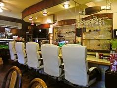 1人でも気軽に利用できるカウンター席。お仕事の帰りのお食事にぴったりのお席です。