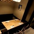 店内奥には4名様用のテーブル席を3卓ご用意。