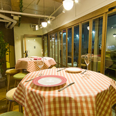 ハイテーブルはバル感覚で♪チーズ料理とワインで乾杯!