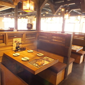 提灯が演出する華やかな店内♪テーブル席を豊富にご用意しております。
