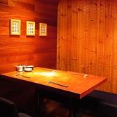 仕切りのある、2名~3名様におすすめのテーブル席。周りを気にせずにゆったり、お食事が愉しめます。