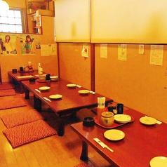 4人座りのテーブルをくっつけてみんなでワイワイ宴会もOK♪