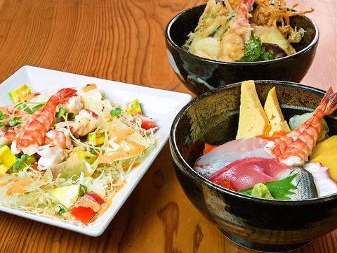 昼も夜も、手頃な値段が嬉しい。居心地良い空間で堪能する美味しい旬の海鮮料理。