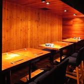 テーブルを動かしてつなげることも可能!少人数から大人数でのご宴会に最適です。