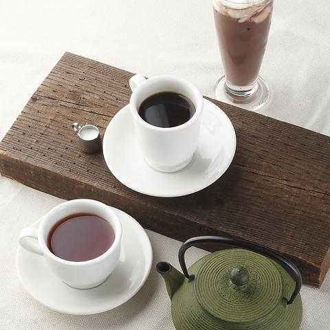 表参道駅近の落ち着いた雰囲気の喫茶店です。様々なシーンでご利用いただけます。
