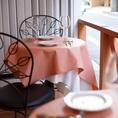 可愛らしさの中にも落ち着きのある本場フランスにあるカフェのような店内でごゆっくりお過ごしくださいませ。