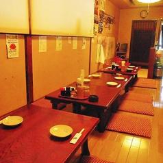 隣のテーブルの人ともワイワイとお喋りを楽しみながら宴会ができる。