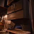 石釜で焼き上げるピザをお召し上がりください。