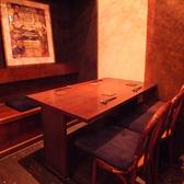 【1階席】少人数から団体様まで落ち着いた空間でお食事できます/6人席テーブル