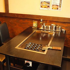 明るいテーブル席はカップルでも友人同士でも◎気軽に通える雰囲気なのでぜひ普段使いのお店にしてください!忘年会にもぴったりです♪
