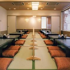 お座敷の大部屋もございます。ご家族・お仲間の集まりなどのシーンに合わせてお使いいただけます。※店舗により部屋の配置・席数が異なる場合がございます