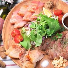 料理メニュー写真贅沢お肉の豪華プレート(3種盛り)