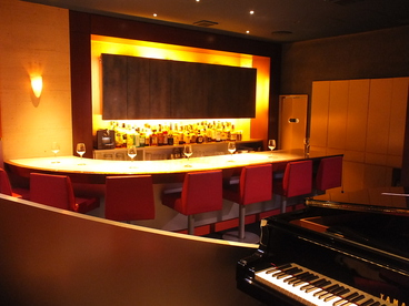club t music&bar クラブ ティー ミュージック アンド バーの雰囲気1