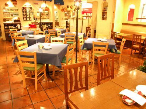 南欧風なオープン店内は各種Partyにピッタリ♪最大74名までの大型宴会も対応可能!