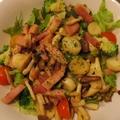 料理メニュー写真キノコとベーコンのサラダ