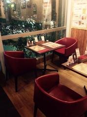 2名様のテーブル席です。この椅子はとても座りやすいです。