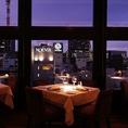 大きな窓に面したお席は銀座の夜景を一望できます。テーブル席は18名様までご利用可能ですので、各種ご宴会にお使いいただけます。また、貸切も30名様~行っておりますので、パーティーや二次会にはぜひ当店の貸切サービスをご利用ください。