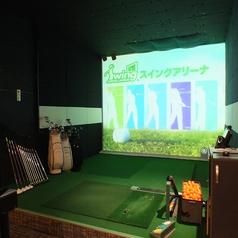 【スタンダードルーム】1名~6名程でゆったりとお使い頂けるお部屋です。精度90%以上の本格ゴルフシミュレーターを全室に完備しています。