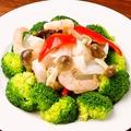 料理メニュー写真三種海鮮とブロッコリーの炒め