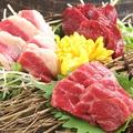 料理メニュー写真馬刺し盛り合わせ(霜降り、赤身、フタエゴ)