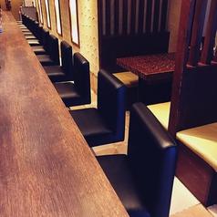 広々としたカウンターは全部で14席、ランチ利用は勿論、仕事帰りの食事や軽く1杯にも気軽にご利用いただけます!