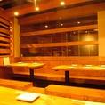 【10名様×2】こちらのお席は、10名様×2組までご利用頂ける掘りごたつタイプのお席となっております。当店自慢の宴会コースは合計9種類ご用意。お客様のご利用シーンに応じて、お好きなコースをお選び下さい。三宮の駅チカ居酒屋『Momiji 』で素敵なひと時をお過ごし下さい。