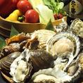 【豊富な魚介、野菜類】お客様にたくさんの北海道の恵みを味わっていただくために、毎日鮮度抜群の魚介、野菜を仕入れております。