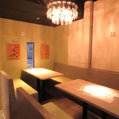 テーブル席は4名様用のテーブルが2席ございます。