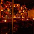 【2名様~:テーブル席】壁一面にワインが飾られていてバルの雰囲気が★★★