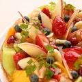 料理メニュー写真華やかなケーキ&タルトは旬のフルーツなどをふんだんに使用しました。お祝いなどにも