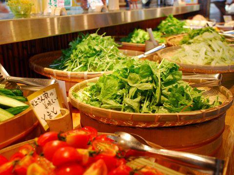 自社農場から届く新鮮野菜をビュッフェスタイルでお届けします