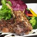料理メニュー写真骨付きラム肉のソテー
