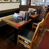 2名様用テーブル席。もちろん移動可能!変幻自在に形を変えます!