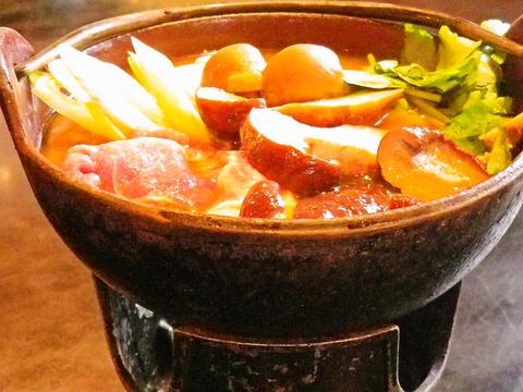季節に応じた地元の山の幸を、ふんだんに使った郷土料理を心ゆくまで楽しめる。