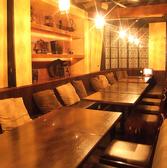 少人数向けの個室席もご用意しております!落ち着いた雰囲気のプライベート空間で見た目も華やかなお料理とお酒を添えてどうぞ!
