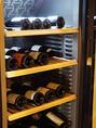 自慢のワインセラーには種類豊富なワインをご用意しております