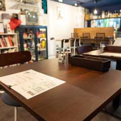 テーブル4名様席1席ございます。